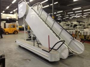 Aircraft boarding steps